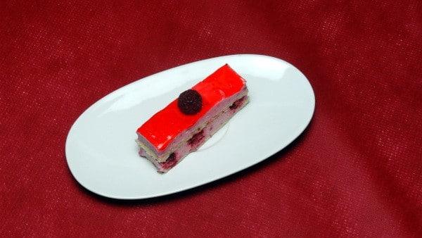 Dessert génoise aux framboises, menu saint valentin - Paellas de josé